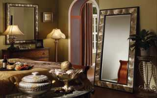 Можно ли вешать зеркало напротив входной двери: приметы и поверья?