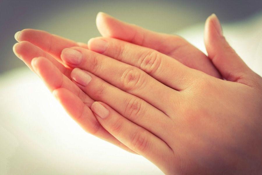 К чему чешутся пальцы на руках и ногах?