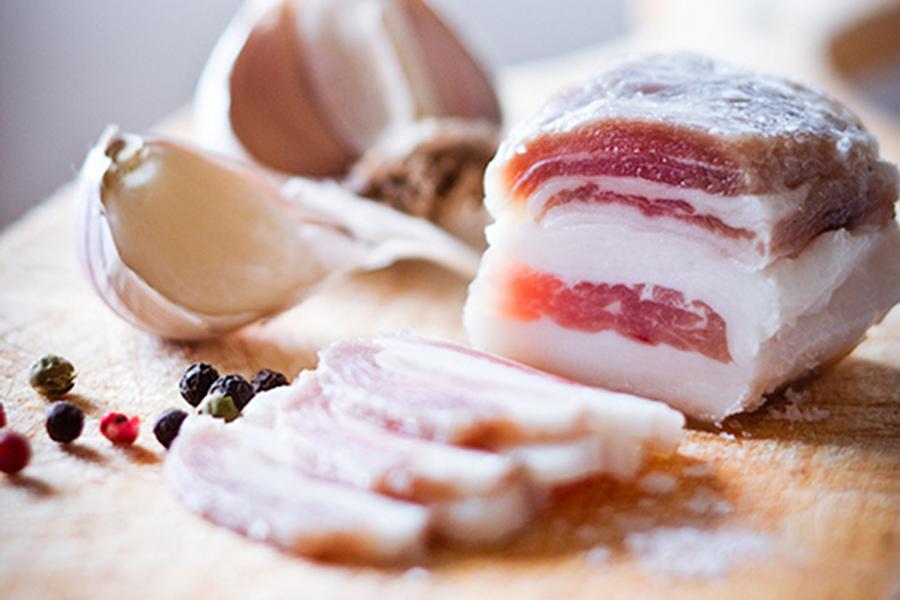 Что означает, если приснилось сало — солёное, свежее или с прослойкой