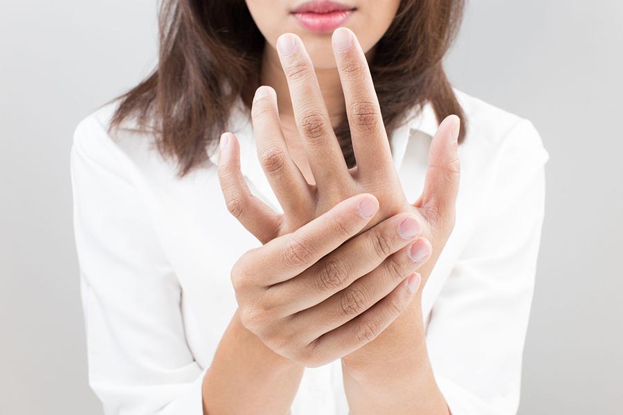 К чему чешется левая ладонь или рука у мужчин и женщин?