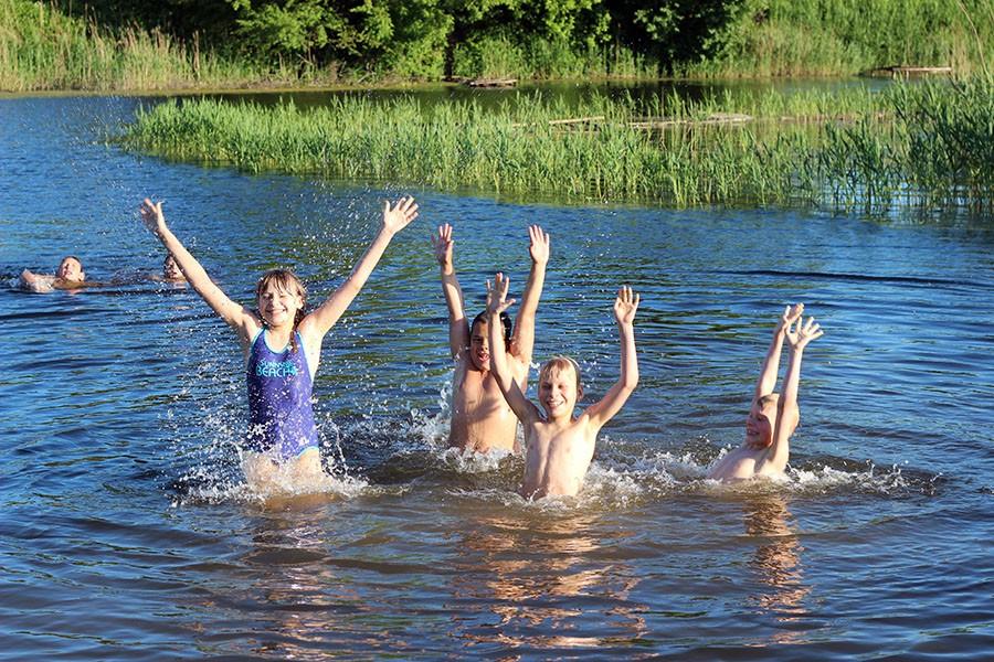 К чему снится купаться, плавать в реке: значение сновидения