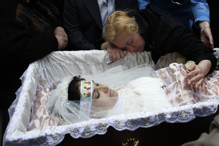 К чему снится покойник в открытом гробу?