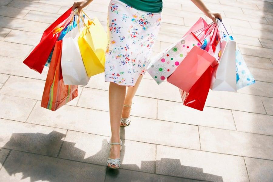 К чему снится покупать одежду: толкования по сонникам