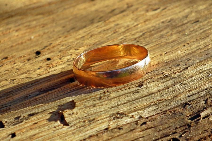 К чему снится потерять кольцо (обручальное, золотое): толкования по сонникам