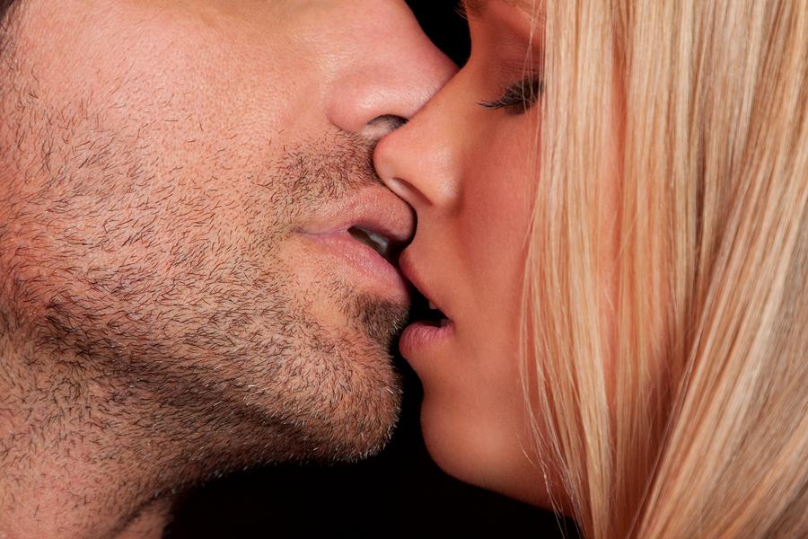 Секреты сонника: к чему снится поцелуй и что он обозначает?