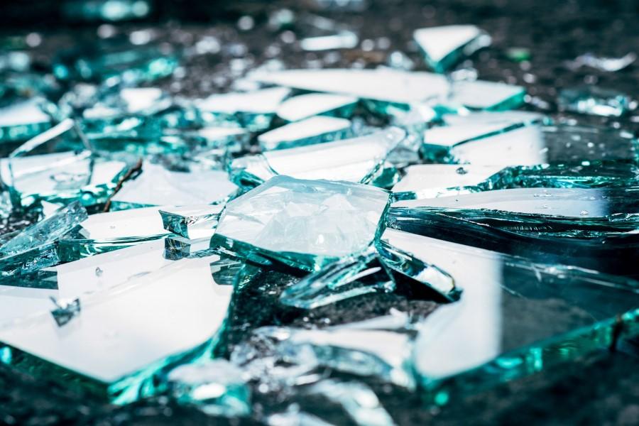 Толкование сонников: к чему снится разбитое стекло?