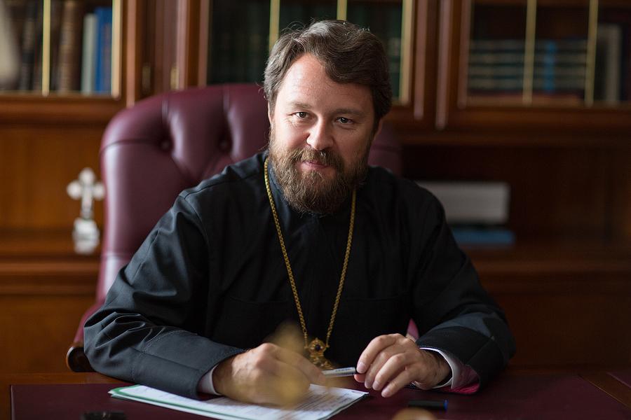 К чему снится священник: толкования сонников