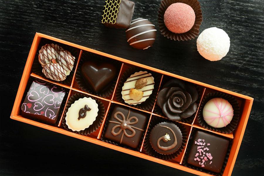 К чему снятся конфеты — толкования известных сонников