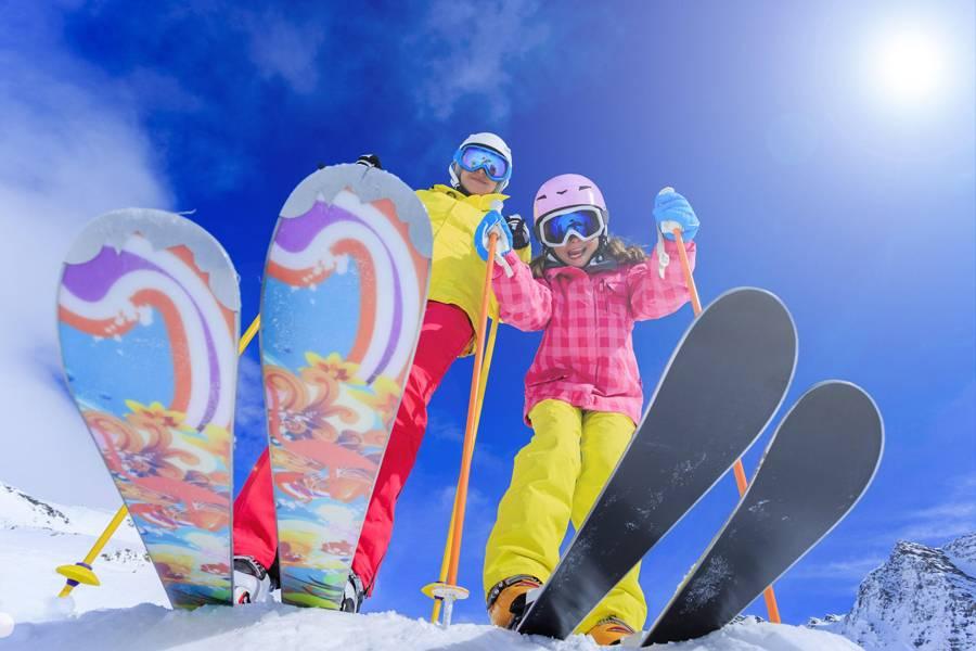 Толкование сонника: к чему снятся лыжи?