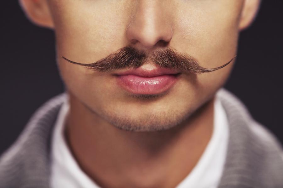 К чему снятся усы: толкование по сонникам