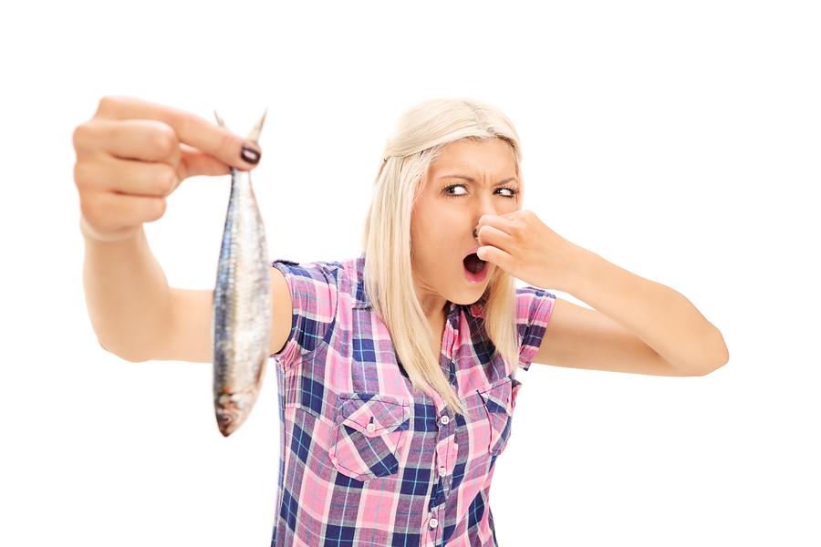 Как реагировать мужчине и женщине на тухлую рыбу во сне?