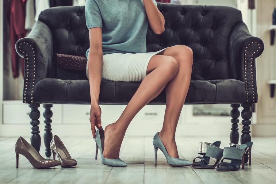 Примерять во сне обувь: толкование по сонникам