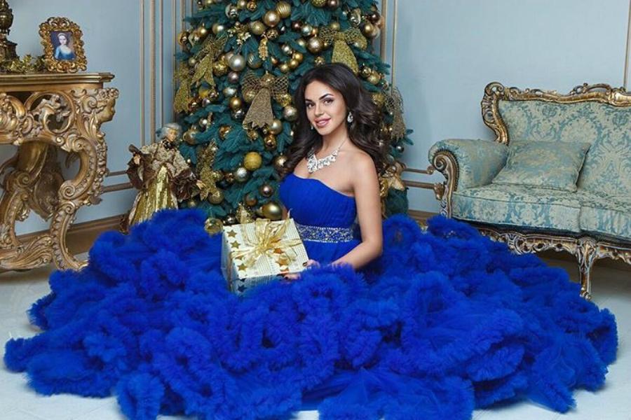 Синее платье: толкование символа в известных сонниках