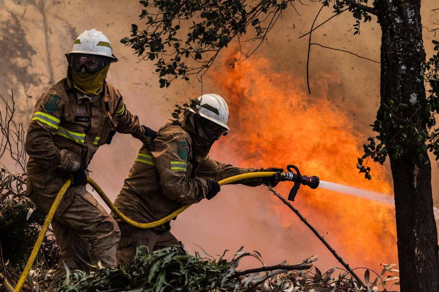 К чему снится тушить пожар или огонь?