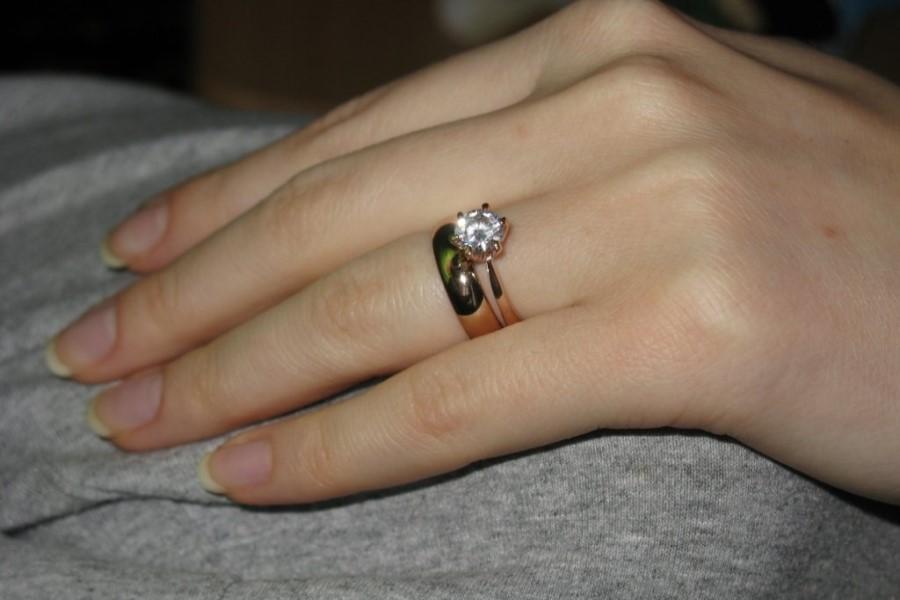К чему снится золотое кольцо: толкования сонников