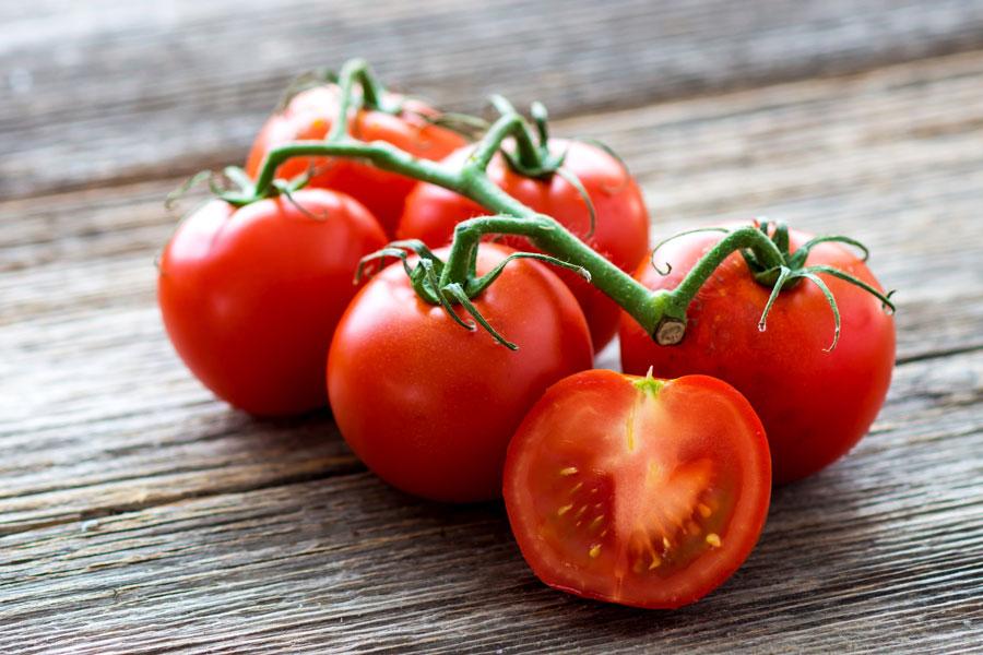К чему женщине снятся красные помидоры?