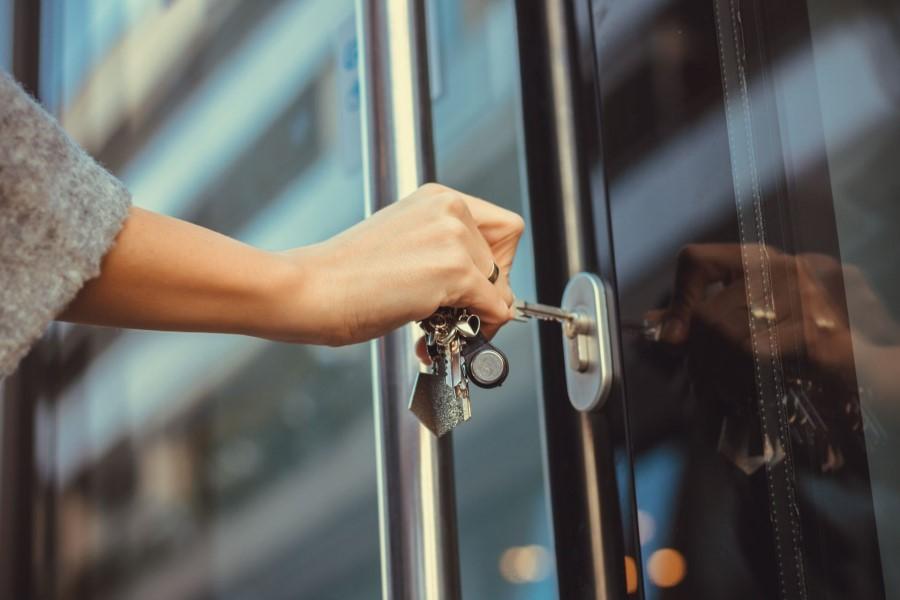 Сонник: к чему снится закрывать и открывать дверь ключом?