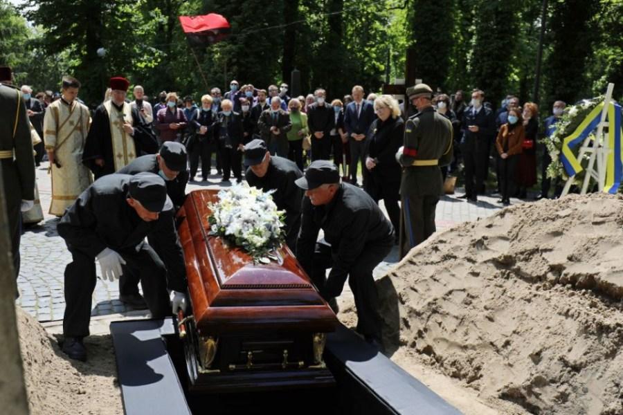 Сонник: приснились похороны знакомых и незнакомых людей