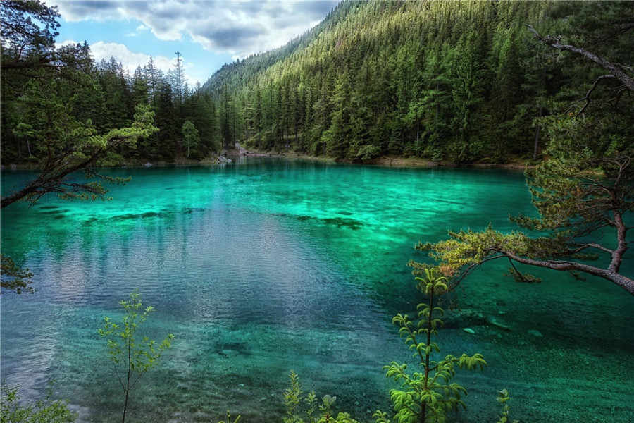 Трактовка сна об озере в популярных сонниках