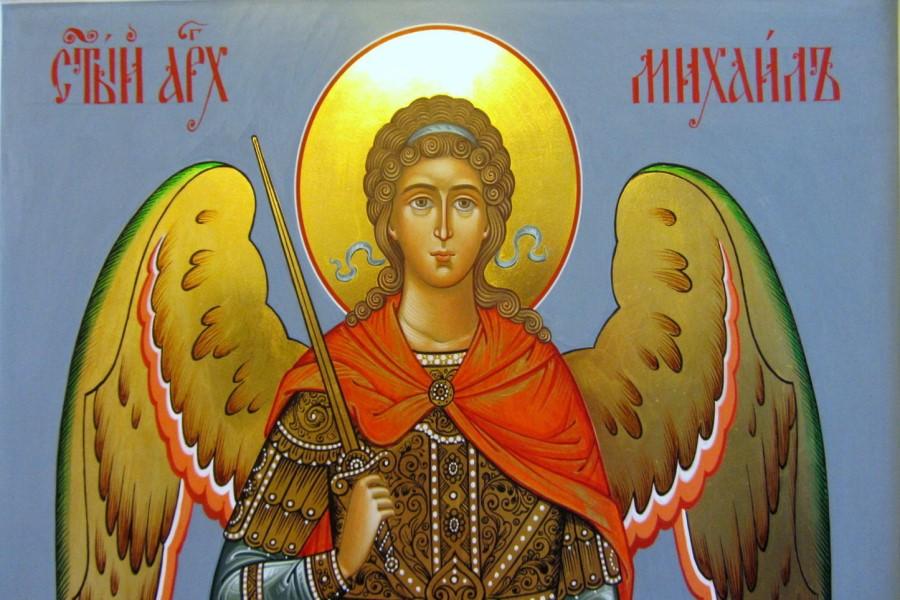 В каких случаях читают Молитву Архангелу Михаилу, как правильно молиться?