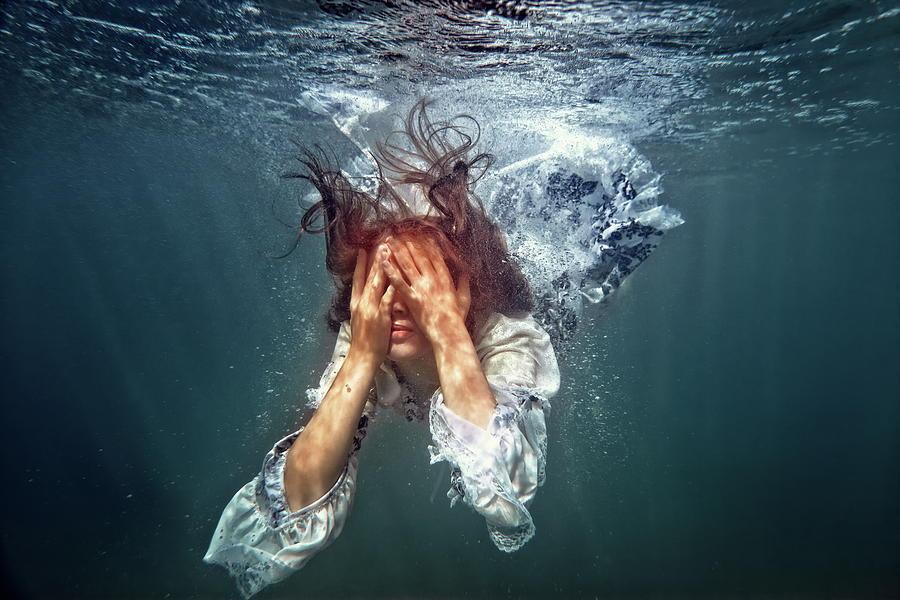 Приснилось падение в воду: значение сновидения